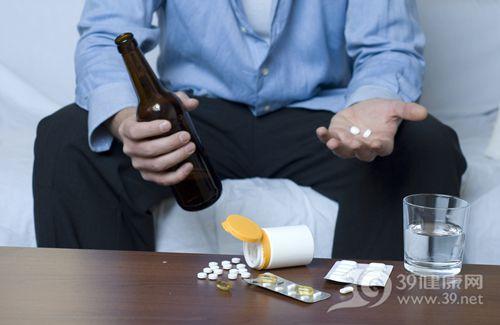 男 酒精 啤酒 喝酒 藥物 吃藥 藥片_15915182_xl
