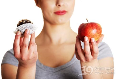 青年 女 饮食 选择 苹果 甜品 健康_15009714_xxl