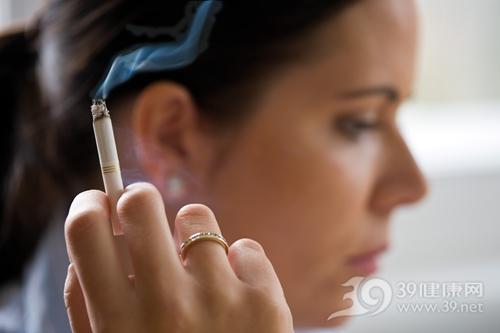 青年 女 抽烟 烟草 吸烟 禁烟_4412975_xxl