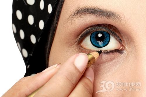 彩妆菜鸟如何画好眼线?