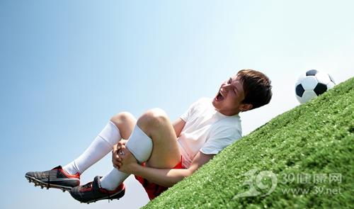 青年 男 受伤 运动 足球 小腿_9675058_xl