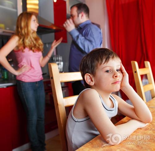 孩子 男 父亲 母亲 吵架 争吵 矛盾 家庭_11675918_xxl