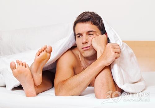青年 男 夫妻 情侶 床 爭吵 不和 兩性_16379065_xxl