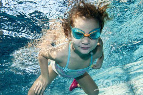 孩子 女 游泳 泳池 潜水_11698897_xxl