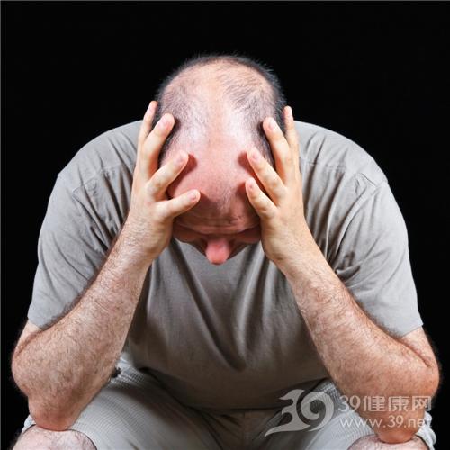 青年 男 脫髮 禿頭 煩惱 低頭_8474843_xl