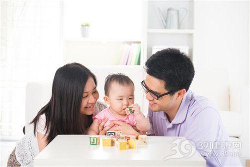 亲子 孩子 母亲 父亲 一家人 玩乐 积木 学习_22729295_xxl