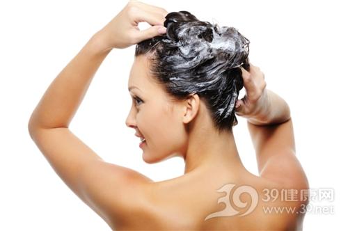 青年 女 头发 洗头发 洗发露_5654703_xxl