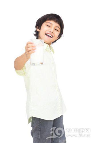 孩子 男 牛奶 补钙_15794853_xxl