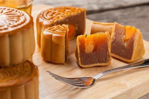 搭配酸味水果更健康 宝宝中秋节吃月饼注意这些细节