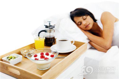 青年 女 睡觉 早餐 酸奶 咖啡 橙汁_15981336_xxl