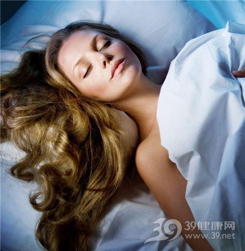 青年 女 睡觉 头发 长发_7683385_l