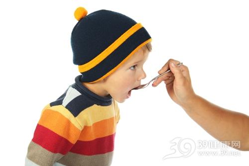 孩子 男 吃药 药物 勺子_9369376_xl
