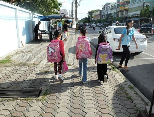 扬州14岁女孩吊死家中 疑因模仿家人治疗颈椎