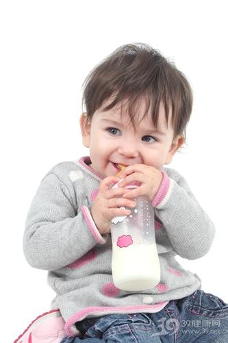 婴幼儿 奶瓶 喝奶 牛奶__17789685_xl