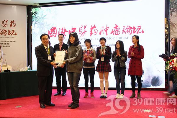海外學者為青年論文頒獎