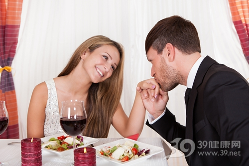 情侣 夫妻 爱情 晚餐 亲吻_16522424_xl