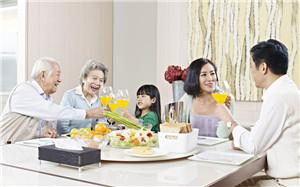 青年 中老年 孩子 男 女 一家人 早餐 面包 橙汁 沙拉 橙子 亲子_27291097_xxl_副本