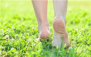 晚饭后你能锻炼多长时间?饭后走一百步是有害的。