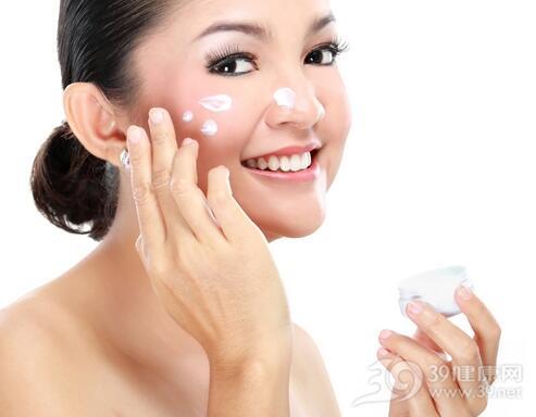 冬季护肤品粘腻会堵塞毛孔吗?