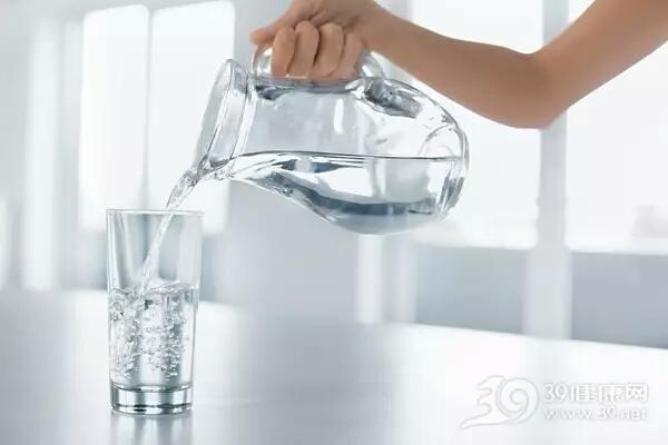 饮用水能减肥吗?像这样喝水可能会害死你。