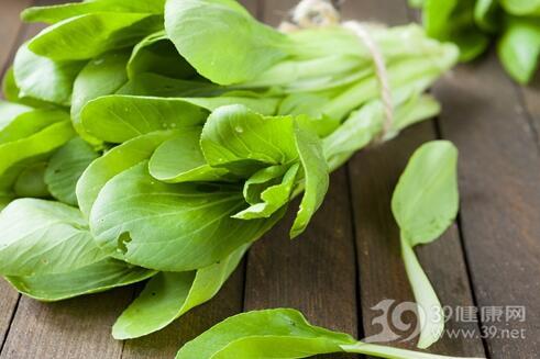 如何去除蔬菜上的农药残留?