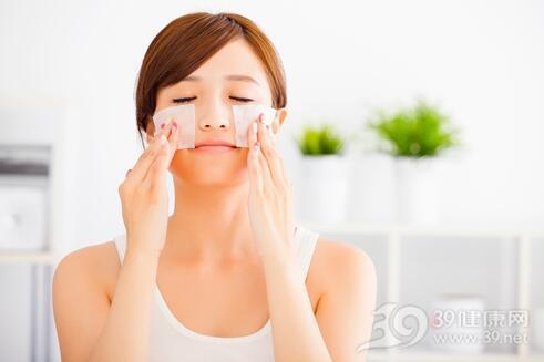 冬季干燥 化妆水用对了才能保湿