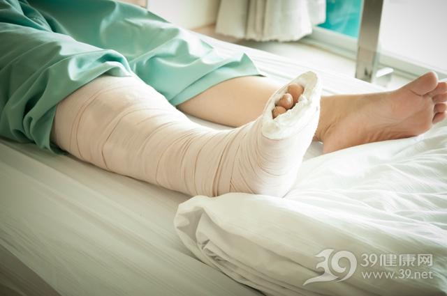 小伙卧床三天血管被堵险截肢