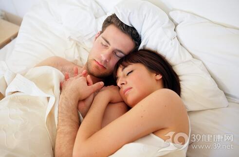 育龄夫妇在冬天应该小心使用电热毯。