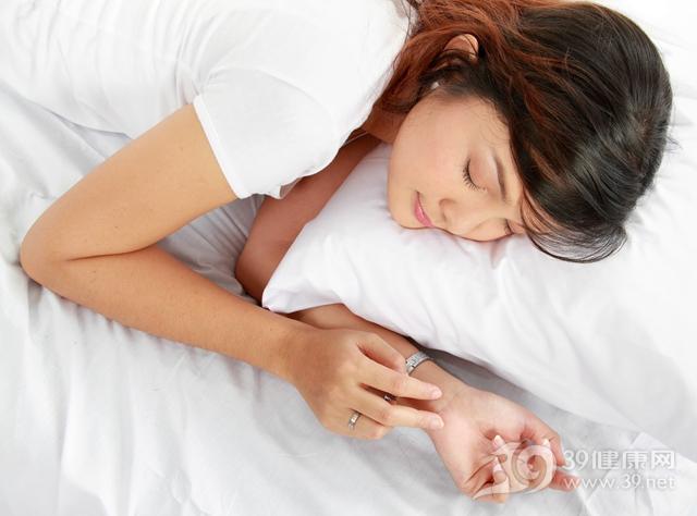 青年 女 睡眠 睡覺 床鋪 枕頭 首飾_11846737_xxl