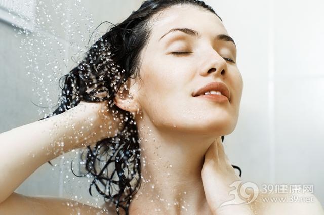 青年 女 洗澡 洗头发 沐浴_7766657_xxl