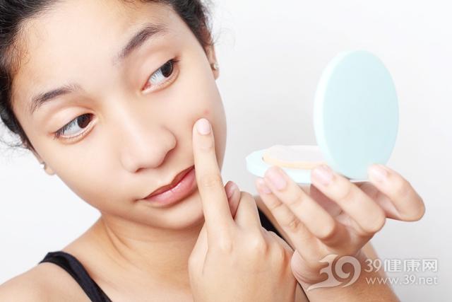 青年 女 美容 护肤 青春痘 化妆 镜子 粉底 粉饼_15295561_xxl