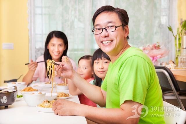 中年 孩子 男 女 面条 吃饭 一家人 餐桌_ 22236302_xxl