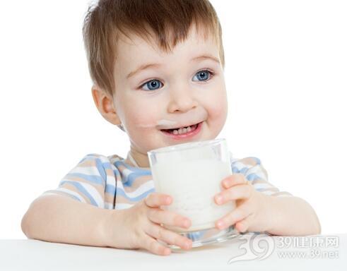宝宝吃奶片能代替喝牛奶吗?