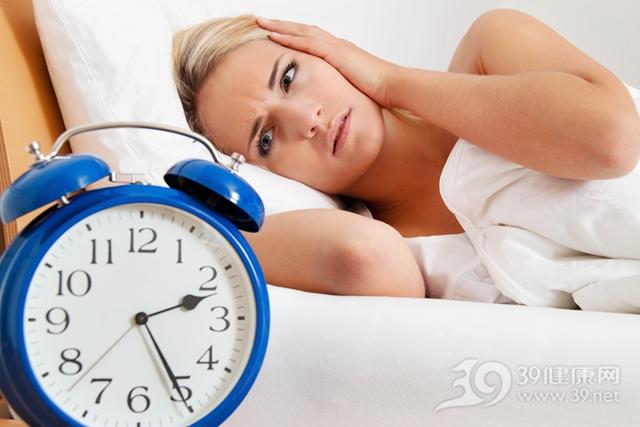 青年 女 睡觉 睡眠 失眠 时钟_11103859_xxl