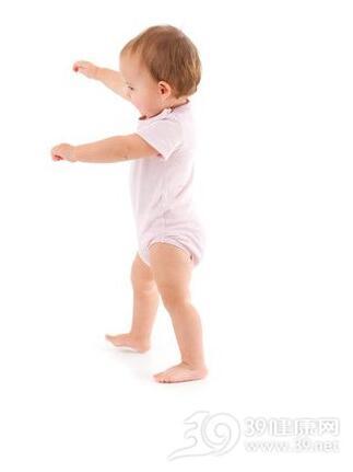 宝宝不学爬就学走小心O型腿