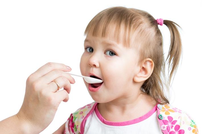 孩子 女 吃药 勺子_17417375_xxl