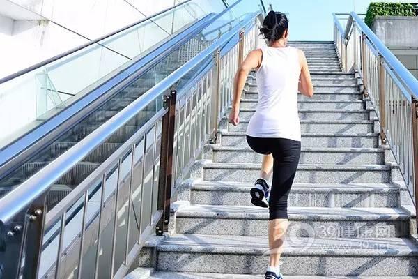 爬楼梯是最笨的运动?这样做就不是啦~
