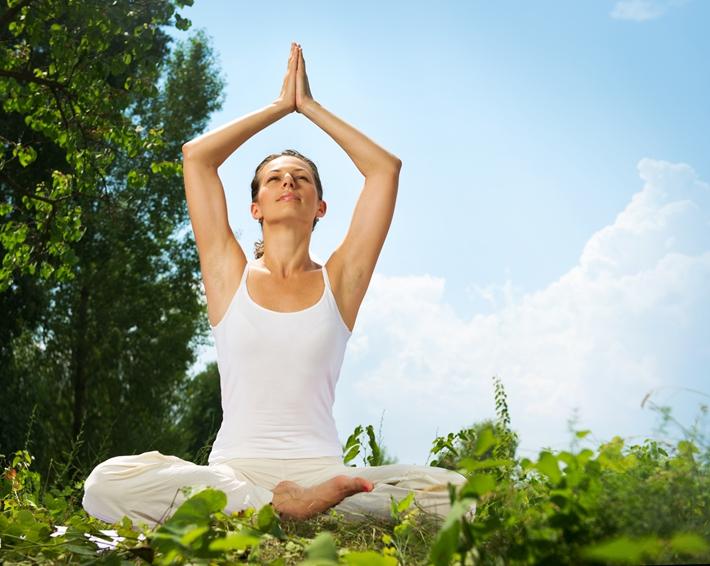 青年 女 瑜伽 运动 户外 草地_21065061_xxl