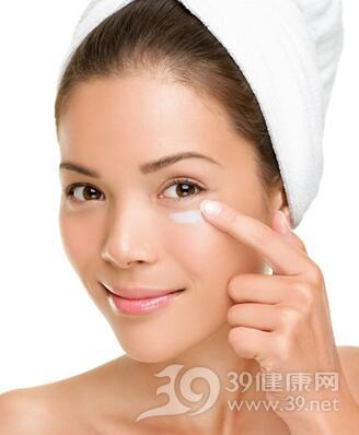 改善眼部问题你需要用不同的眼霜