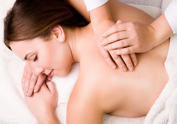 青年 女 按摩 推拿 背部 睡觉 治疗_11555378_xl