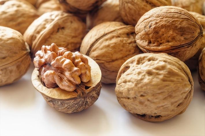 健康减肥食品 巧吃坚果 减肥补钙抗衰老