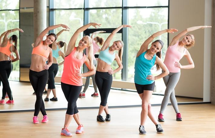 简单的伸展运动去除脂肪团