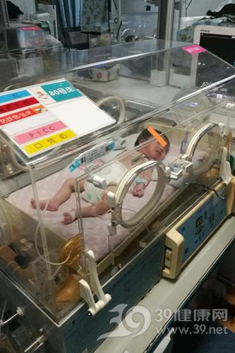 宝宝出生后呕吐不止 警惕食管裂孔疝