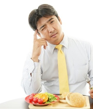 青年-男-早餐-汉堡-西红柿-橙子-蔬菜_28393178_xxl