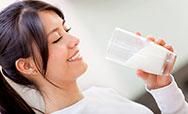 睡前喝牛奶会发胖吗?