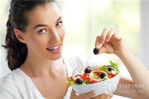 青年 女 沙拉 蔬菜 水果 西红柿 洋葱 生菜 提子_14772483_xxl
