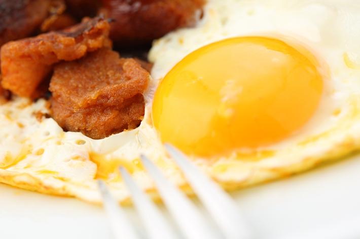 吃一顿丰盛的低碳早餐来减轻肿胀和变瘦其实并不难。