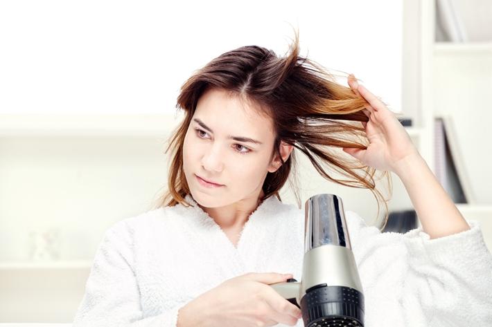 头发干枯又分叉 如何打理?