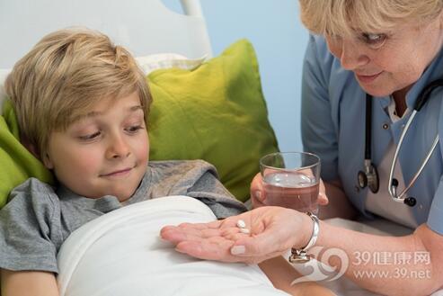 一日三次该隔几个小时一次?给孩子吃药需要注意这些时间问题