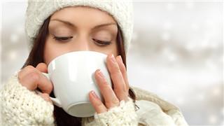 青年 女 冬天 寒冷 杯子 饮品 饮料 喝东西 保暖 温暖_ 15844696_xxl_副本